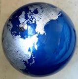 den olika jordklotillustrationvektorn visar v?rlden arkivbilder
