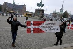 DEN OLIKA PROTESTEN SAMLAR Arkivfoto