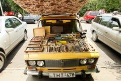 Den olika saker säljs på Dry bromarknad Arkivfoto