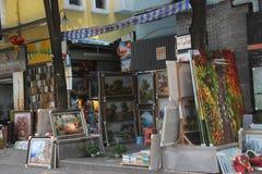 Den olje- målningen shoppar i byn SHENZHEN Dafen för olje- målning Royaltyfri Fotografi