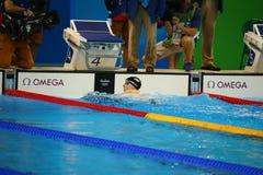 Den olympiska mästaren Katie Ledecky av USA firar seger på kvinnornas den 800m fristilen av Rio de Janeiro 2016 OS Arkivbilder