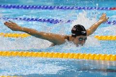 Den olympiska mästaren Madeline Dirado av Förenta staterna simmar värmen 3 för medleyn för individen för kvinna` s 200m av Rio de Arkivbilder