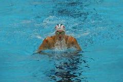 Den olympiska mästaren Michael Phelps av Förenta staterna konkurrerar på männens medleyn för den 200m individen av Rio de Janeiro Arkivfoton