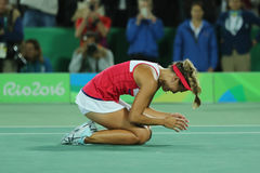 Den olympiska mästaren Monica Puig av Puerto Rico firar seger efter finalen för singlar för tenniskvinna` s av Rio de Janeiro 201 Arkivfoton