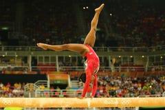 Den olympiska mästaren Simone Biles av Förenta staterna konkurrerar på finalen på den konstnärliga gymnastiken för balansbomkvinn arkivbilder