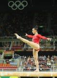 Den olympiska mästaren Aly Raisman av Förenta staterna konkurrerar på balansbommen på kvinnors allsidiga gymnastik på Rio de Jane Royaltyfria Bilder