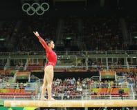 Den olympiska mästaren Aly Raisman av Förenta staterna konkurrerar på balansbommen på kvinnors allsidiga gymnastik på Rio de Jane Royaltyfri Foto