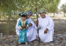Den omanska familjen klädde för ett tillfälle av Eid Al Fitr Arkivbilder