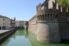 Den omgav med vallgrav slotten av Rocco Santivale på Fontanellato nära Parma Royaltyfria Bilder