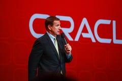 Den Oracle presidenten Mark Hurd gör anförande på den Oracle OpenWorld konferensen Fotografering för Bildbyråer