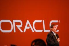 Den Oracle presidenten Mark Hurd gör anförande på den Oracle OpenWorld konferensen Arkivfoto