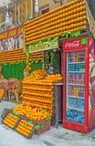 Den orange nya fruktsaften i sida Royaltyfri Bild