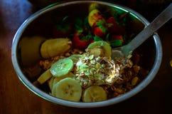Den organiska maten för matOrganics är ett välkänt och populärt val som speciellt utomlands äter middag i det vård- fältet, Royaltyfri Foto