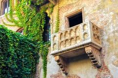 Den original- charmör- och Juliet balkongen som lokaliseras i Verona, Italien Arkivbild
