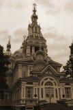 Den ortodoxa domkyrkan av Almaty parkerar 28 hjältar av Panfilov Arkivfoto