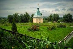 Den ortodoxa kloster av Vvedenskaya Optina Pustyn i den Kaluga regionen av Ryssland Arkivfoton