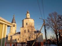 Den ortodoxa kyrkan i vintern Royaltyfria Bilder