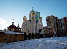 Den ortodoxa kyrkan i vintern Arkivbild