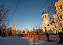Den ortodoxa kyrkan i vintern Arkivbilder