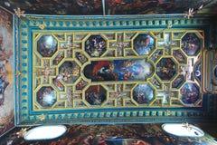 Den ortodoxa kyrkan täckas med symboler Arkivfoto