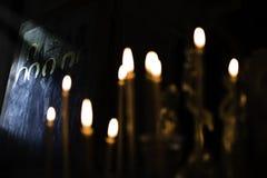 Den ortodoxa symbolen och stearinljus tro tillber, religionbegreppet Fotografering för Bildbyråer
