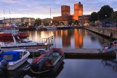 Den Oslo cityscapen i sommarafton Arkivbilder