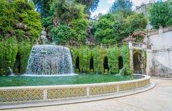 Den ovala springbrunnen i ` Este, Tivoli, landskap för villa D av Rome, Lazio, centrala Italien Arkivfoton