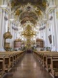 Den ovanligt härliga inre av den barocka kyrkan av St Paulinus i Trier - den äldsta staden i Tyskland royaltyfria foton
