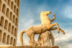 Den Palazzo dellaen CiviltàItaliana, aka fyrkantiga Colosseum, Rome, Arkivbilder