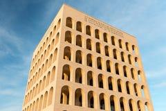 Den Palazzo dellaen Civilta Italiana, aka fyrkantiga Colosseum, Rome, Arkivfoto