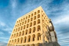 Den Palazzo dellaen Civilta Italiana, aka fyrkantiga Colosseum, Rome, Arkivfoton