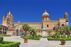 Den Palermo domkyrkan är domkyrkakyrkan av Roman Catholic Archdiocese av Palermo lokaliserade i Sicilien sydliga Italien royaltyfri fotografi