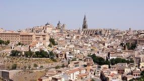 Den panorama- sikten av Toledo i Spanien Royaltyfria Bilder
