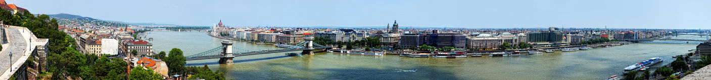 Den panorama- sommaren beskådar till Budapest Royaltyfri Bild