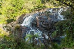 Den panorama- vattenfallet vaggar Baker's nedgångar i Horton Plains Natio arkivbild