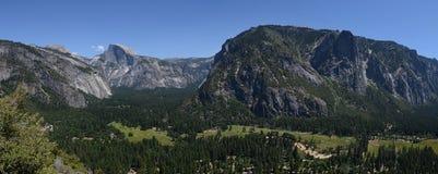 Den panorama- Yosemite dalen förbiser Arkivbild