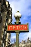 Den Paris metroen undertecknar Arkivfoto