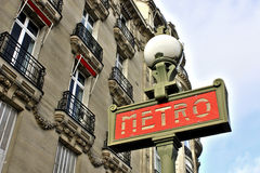 Den Paris metroen undertecknar Arkivbild