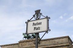 Den Pariser fyrkanten undertecknar in Berlin Royaltyfria Foton