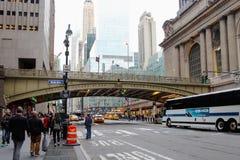 Den Park Avenue viadukten över den 42nd gatan som anknyter den Pershing fyrkantplazaen till den Grand Central terminalen Royaltyfri Fotografi