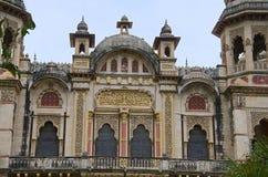 Den partiska sikten av Lakshmi Vilas Palace, byggdes av Maharaja Sayajirao Gaekwad 3rd i 1890, Vadodara Baroda, Gujarat Arkivbilder