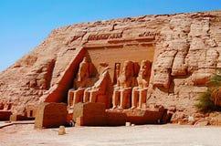 Den partiska sikten av massiva två vaggar tempel, de tvilling- templen sneds ursprungligen ut ur bergssidan under regeringstiden  Royaltyfri Bild