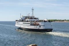 Den passagerare-/medelfärjan M/V Nantucket som går mot vråk, skäller Royaltyfri Fotografi