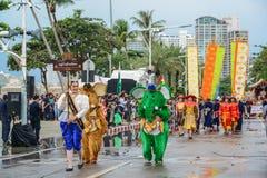Den Pattaya elefantbyn ståtar marsch i internationell flotta Arkivbilder