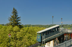 Den Pau kuggejärnvägen parkerar på våren Royaltyfri Bild