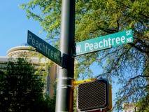 Den Peachtree gatan undertecknar in Atlanta Fotografering för Bildbyråer