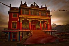 Den Pema kloster för buddistiska munkar för tibetan flykting, Pokhara, Arkivbild