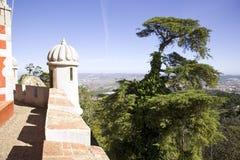 Den Pena slotten Portugal på en höjdpunkt vaggar, den moriska eklektiska stilen för slotten, stoltheten av Portugal Palma Royaltyfri Fotografi