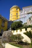 Den Pena slotten Portugal på en höjdpunkt vaggar, den moriska eklektiska stilen för slotten, stoltheten av Portugal Palma Arkivfoto