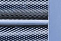 Den perforerade rundan belägger med metall pläterar texturerar Fotografering för Bildbyråer